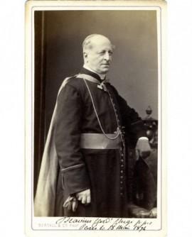 Cardinal en cape, gants à la main (Chigi)