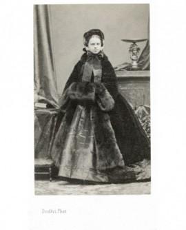 Princesse Clotilde Napoléon en bonnet et pelisse de fourrure