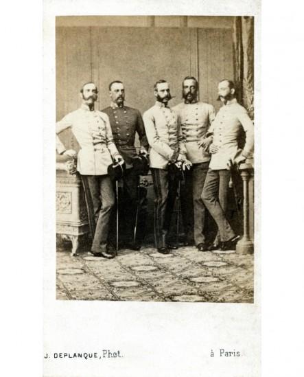 Groupe d'hommes à favoris: les archiducs