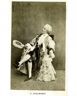 Actrice en costume de petit marquis à perruque: Virginie Dejazet