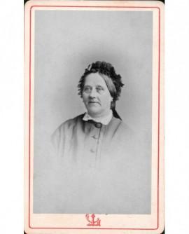 Portrait de femme en toquet.