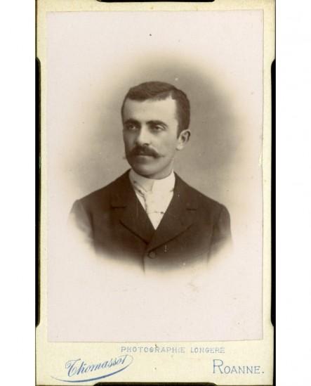 Portrait d' homme ) moustache en pointe