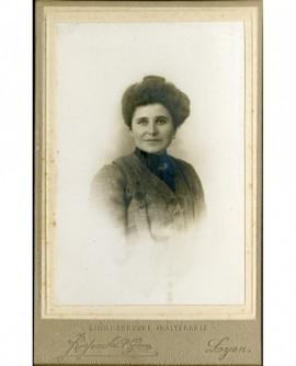 Portrait de femme en cheveux