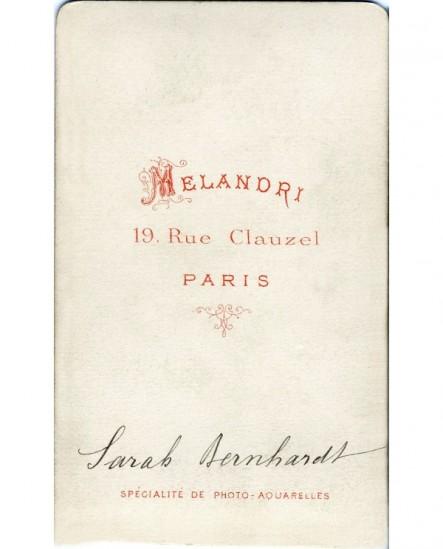 Femme en costume masculin, peignant (Sarah Bernhardt)