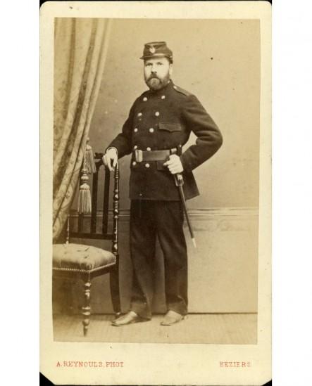 Sergent de ville barbu