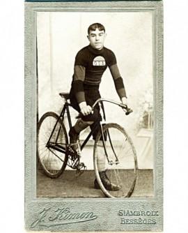 Cycliste sur son vélo (de course)