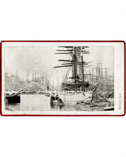 Vue du port de Dunkerque avec de nombreux trois-mats