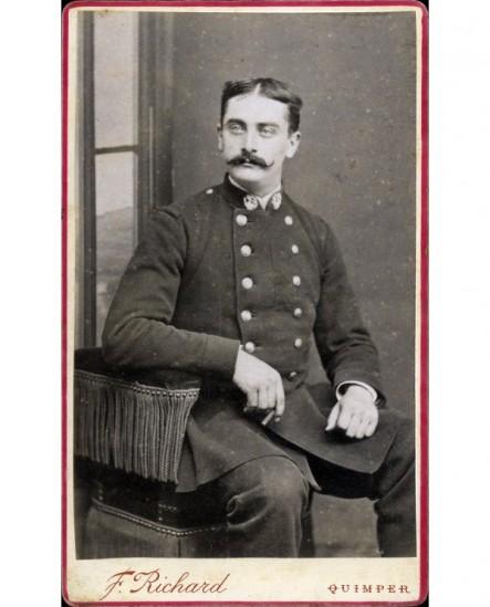 Militaire du 23è moustachu