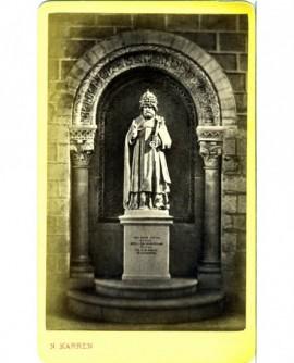 Statue de St Pierre coiffé d'une tiare (Solesmes)