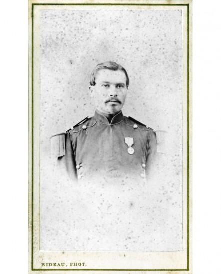 Militaire à mouche et moustache décoré (médaille militaire). J. Nortier