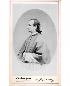 Jeune évêque de profil aux cheveux longs (Mgr Mermillod).