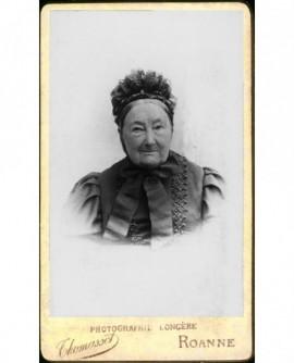 Portrait d'une femme âgée en bonnet.