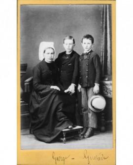 Femme en coiffe (sablaise) garçons. George Gustave