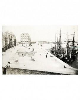 Vue du Tréport: le quai du port