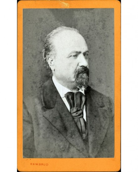 Portrait d'un homme avec moustache et bouc