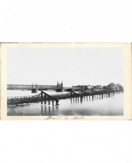 Nouveau pont de Kelh sur le Rhin (premier plan, pont de bateaux)