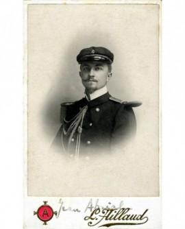 Portrait d'un offficier de Marine moustachu en casquette (Jean Abrial) (militaire)