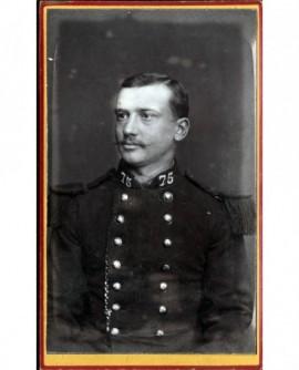 Militaire du 75è à moustache en pointe