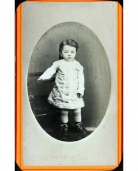 Jeune garçon en robe debout (Pierre Armand)