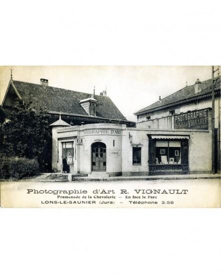 Vue du studio du photographe lexovien R. Vignault