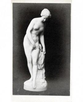 Statue de femme nue