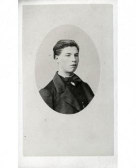 Portrait en médaillon d'un jeune homme