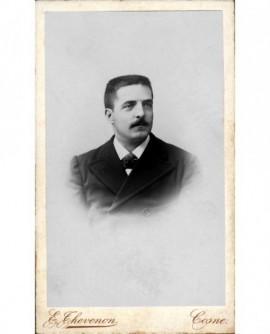 Portrait d'un homme moustachu. M. Meunier