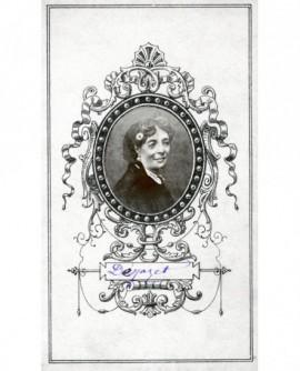 Portrait en médaillon de la comédienne Déjazet