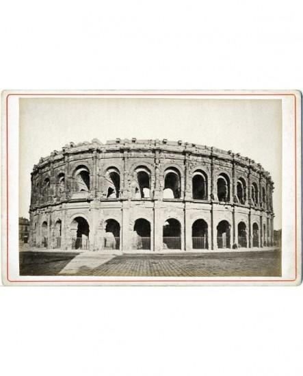 Vue des Arènes de Nîmes.