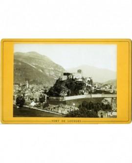 Vue du fort de Lourdes dans la vallée du Gave