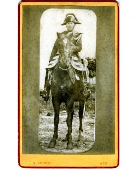 Gendarme en bicorne à cheval (militaire)