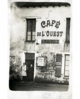 Vue extérieure du café de l'Ouest à Nantes