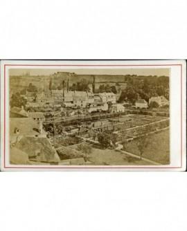 Vue sur la citadelle de Besançon des faubourgs de la ville