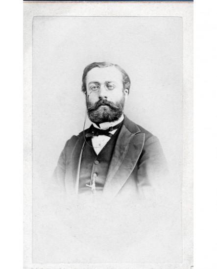 Portrait d'un homme barbu, lorgnons sur le nez