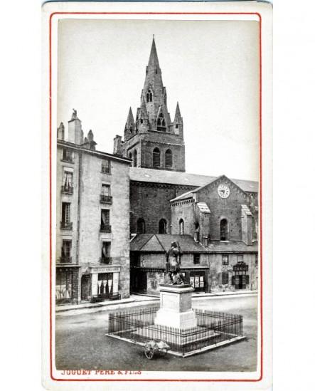 Vue extérieure de l'église Saint-André à Grenoble