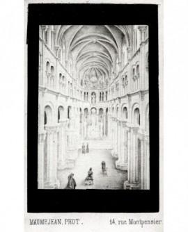 Intérieur d'une cathédrale gothique (sans chaises, quelques fidèles agenouillés)