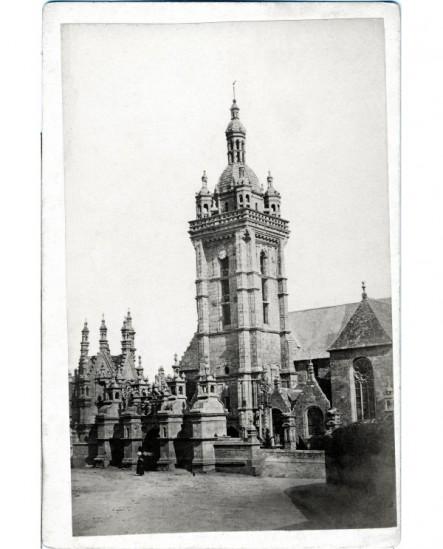 Vue de Bretagne: clocher à lanternon de l'église de Saint-Thégonnec
