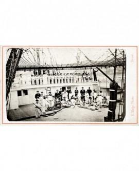 """Vue du pont du bateau """"l'Inflexible"""" avec exercice d'incendie des mousses"""