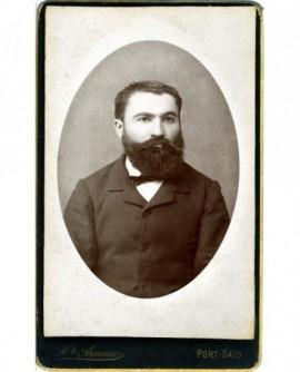Portrait d'un homme barbu (sans doute employé de la Cie de Suez)