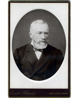 Portrait d'un homme âgé barbu