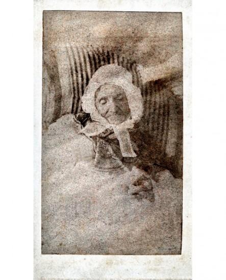Photographie mortuaire de Mme Marrot