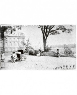Vue d'un jardin public à Genéve, avec petit chariot d'enfant au premier plan