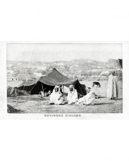 Vue d'une tente d'éleveurs aux environs d'Alger