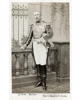 Militaire en grand uniforme chamarré, tête nue (Mac Mahon)