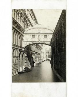 Vue de Venise: le pont des soupirs