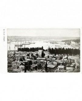 Bosphore (à Constantinople), maisons et bateaux ancrés dans le port