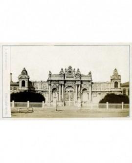 Vue de l'entrée du Palais Dolma-Baché à Constantinople