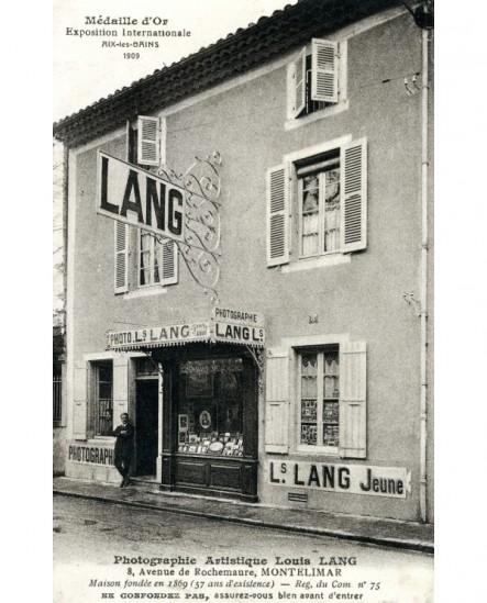 Vue du studio du photographe L. Lang jeune, à Montélimar