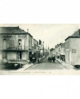 Grande rue de Mourmelon-le-Grand, avec le Studio Locart