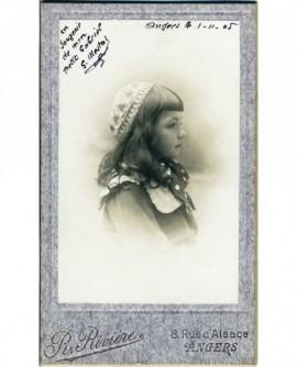 Portrait d'une fillette de profil (S. Mestal)